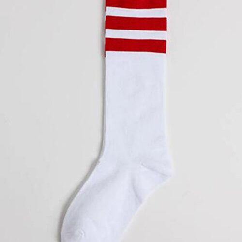 Длинные белые носки с красными полосками
